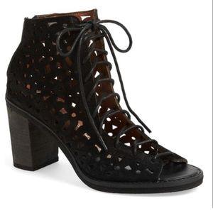 Jeffrey Campbell Cors Daisy Black Lace Up Sandal 8
